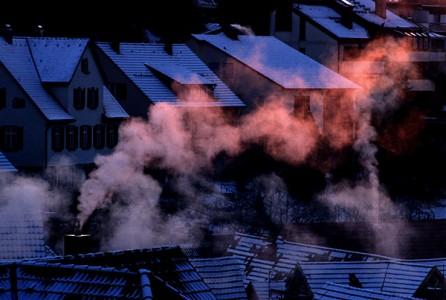 Rauch aus dem Schornstein
