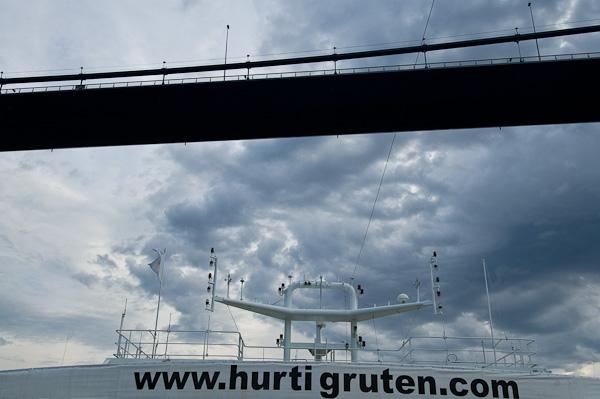 www.hurtigruten.com