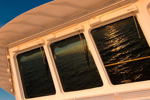 Schiffsbrücke im Abendlicht