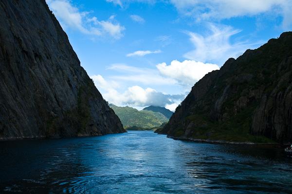 Ein- und Ausfahrt des Trollfjord
