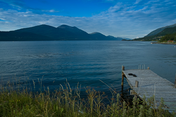 Langfjord mit Bootsteg