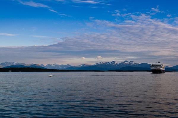 MS Trollfjord im Moldefjord