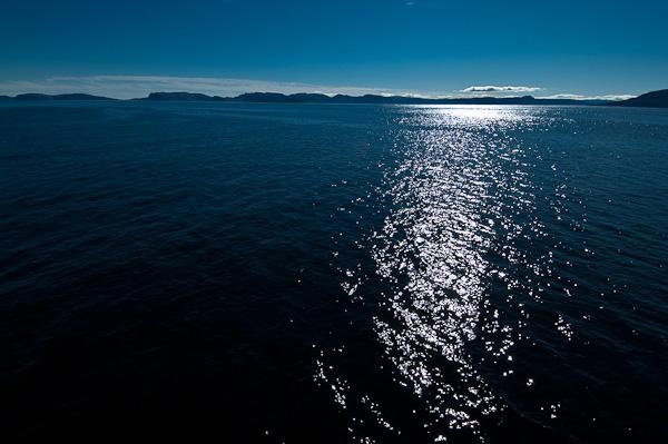 Norwegens Küste im Gegenlicht