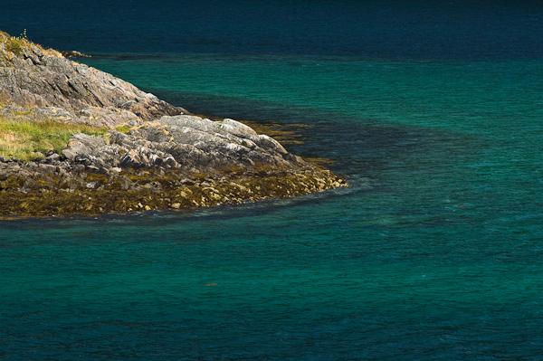Türkisfarbenes Wasser im Raftsund