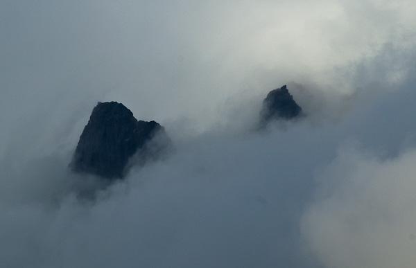 Trolle in den Wolken