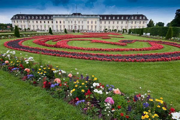 Schloss und blühendes Barock