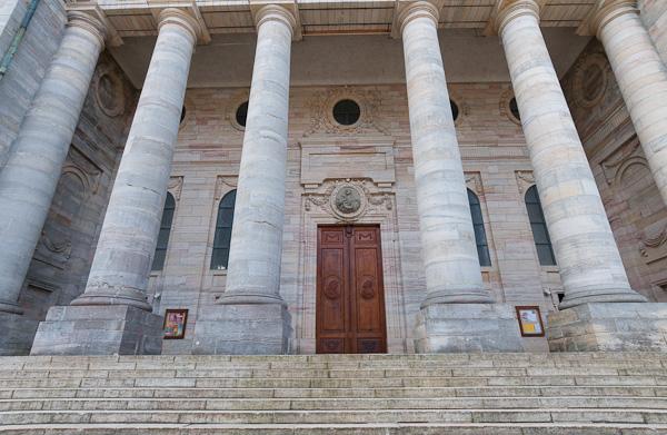 Eingang zum Dom in Sankt Blasien