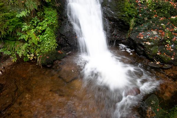 Wasserfall mit kurzer Verschlußzeit