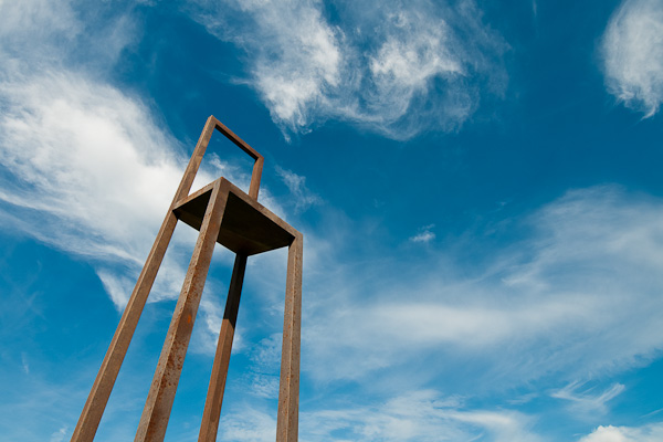 Stuhl und blauer Himmel