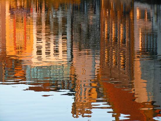 Wasserspiegelung der Häuser in Gent