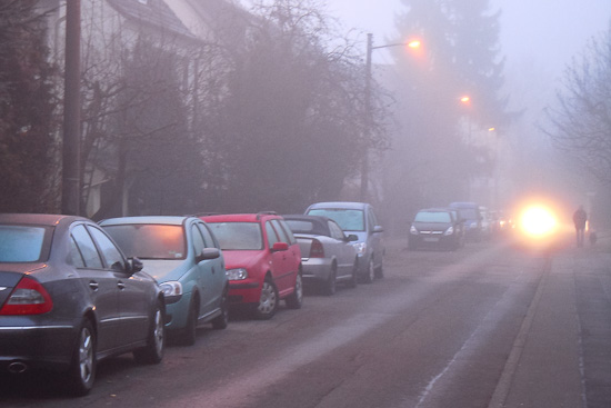 Straße im Morgennebel