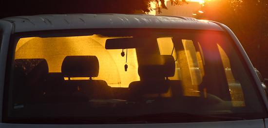Windschutzscheibe im Morgenlicht