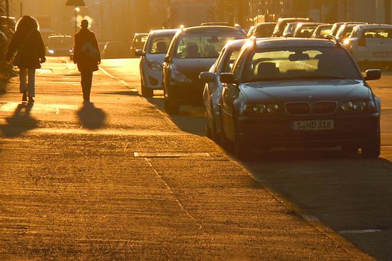 Fußgänger an einem Wintermorgen