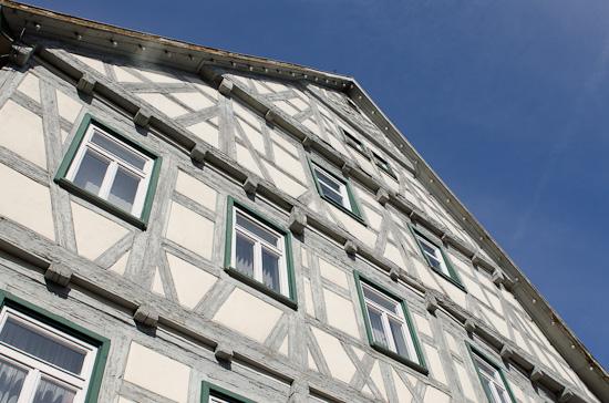 Hausfassade ohne Polfilter