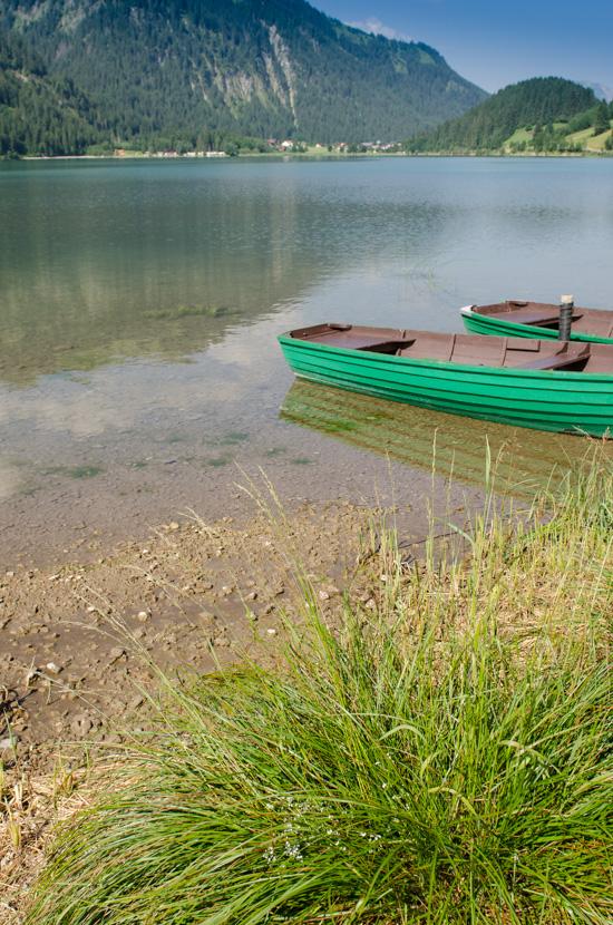 Grünes Ruderboot am Haldensee