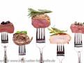 Verschiedene Sorten Fleisch auf einer Gabel