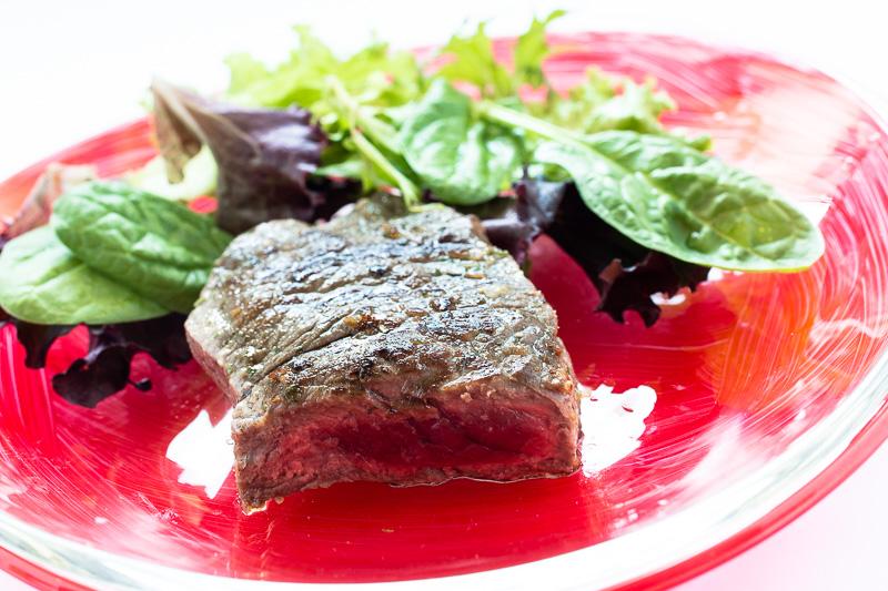 Foodfotografie Roastbeef mit Blattsalat