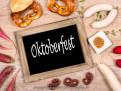 Oktoberfest mit Weißwurst und Brezel