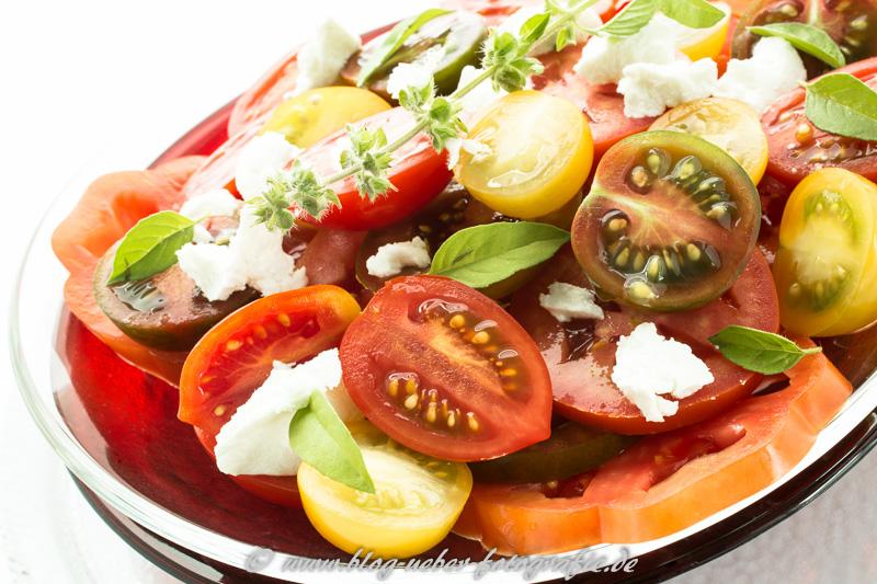 Tomatensalat mit Feta und Basilikum