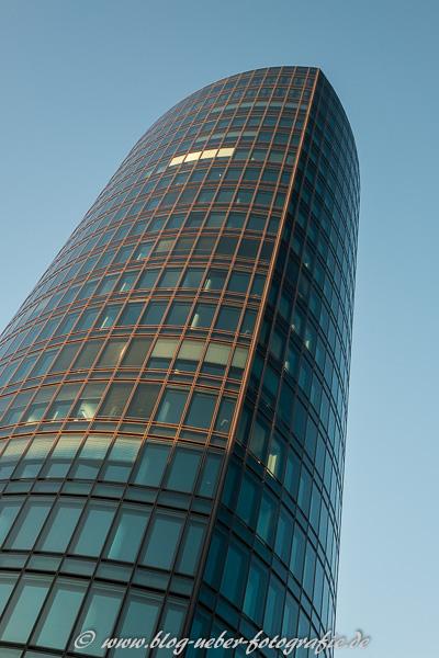 Hochhaus - 1/125 sec - Blende 5,6 - ISO 400