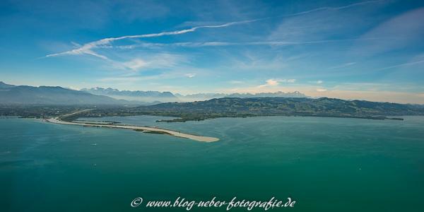 Bodensee mit Zufluß des Rhein mit Blick auf die Schweiz