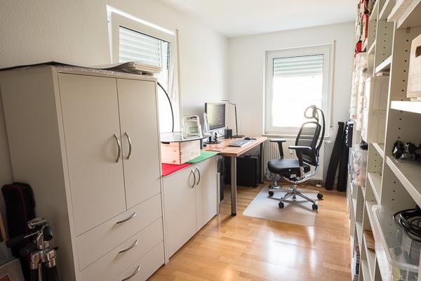 Arbeitszimmer + Fotostudio mit neuen Möbeln