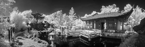 Chinesische Garten in Stuttgart in Schwarzweiß-Infrarot