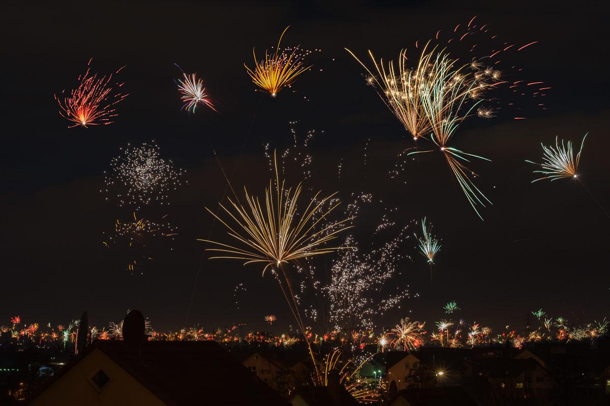 Feuerwerk an Sylvester mit XF 90mm Blende 5,6 - 7 Sekunden
