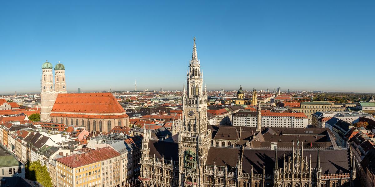 München neues Rathaus und Frauenkirche