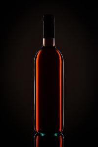 Weinflasche im Gegenlicht
